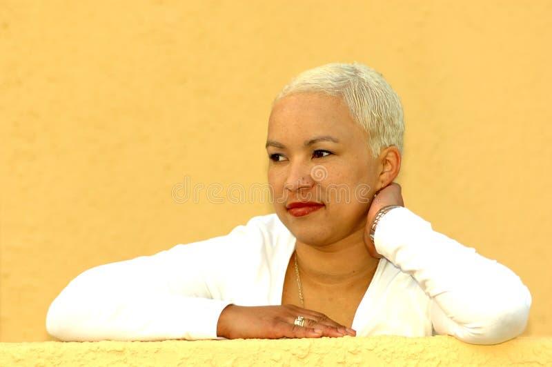 afrikansk blond flicka royaltyfri foto