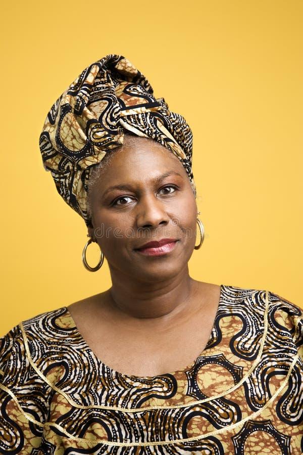 afrikansk dräkt klädd kvinna royaltyfria bilder