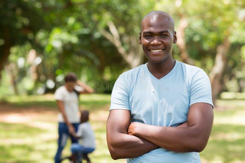 Afrikansk faderfamilj royaltyfria foton