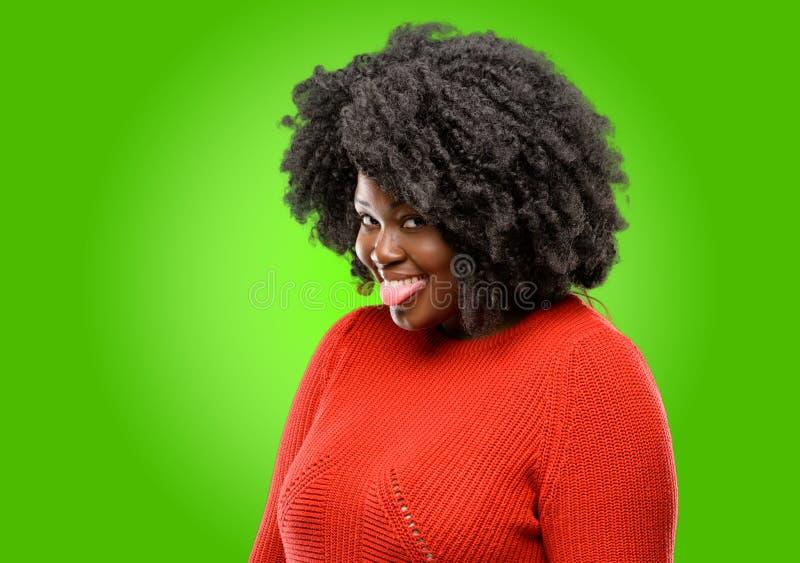 afrikansk härlig lockig hårkvinna royaltyfri foto