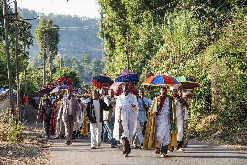Afrikansk kristen ortodox begravnings- procession i gondar lantligt och royaltyfri fotografi
