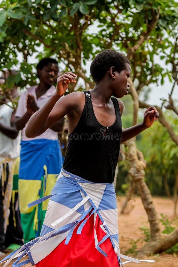 Afrikansk kvinnadans arkivbilder
