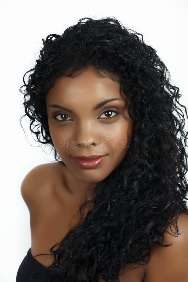 afrikansk lockig hårkvinna arkivbilder