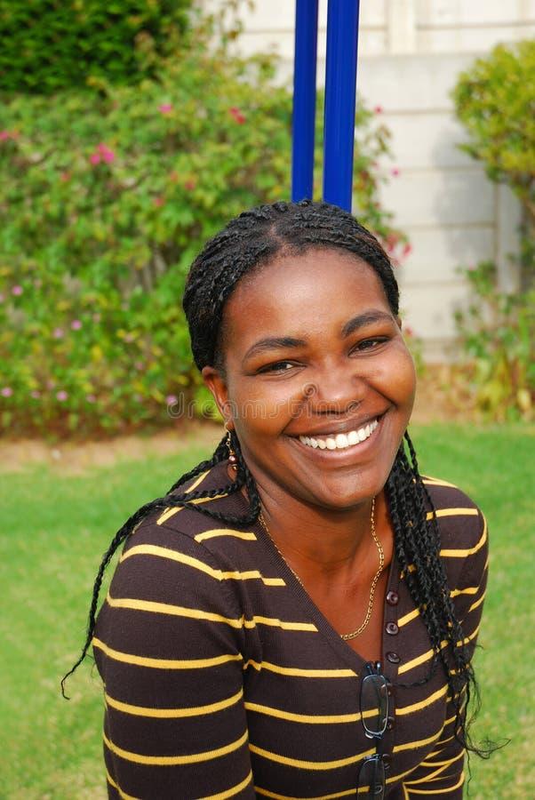 afrikansk lycklig le kvinna arkivbild