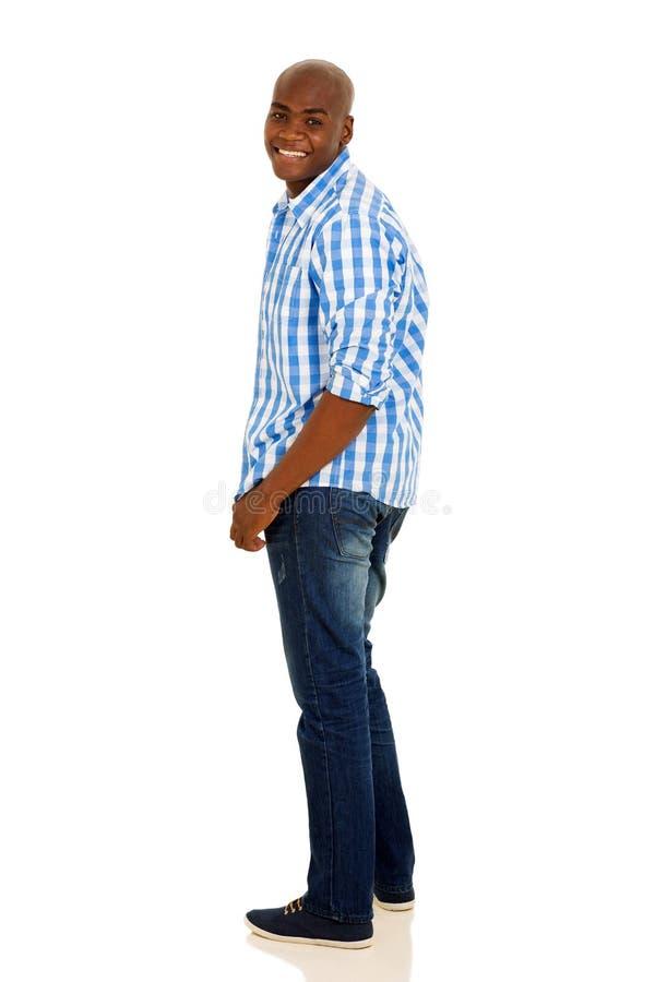 Afrikansk man som tillbaka ser arkivbild