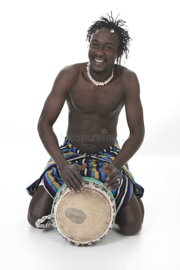 Afrikansk person med djembe på vit bakgrund royaltyfri bild