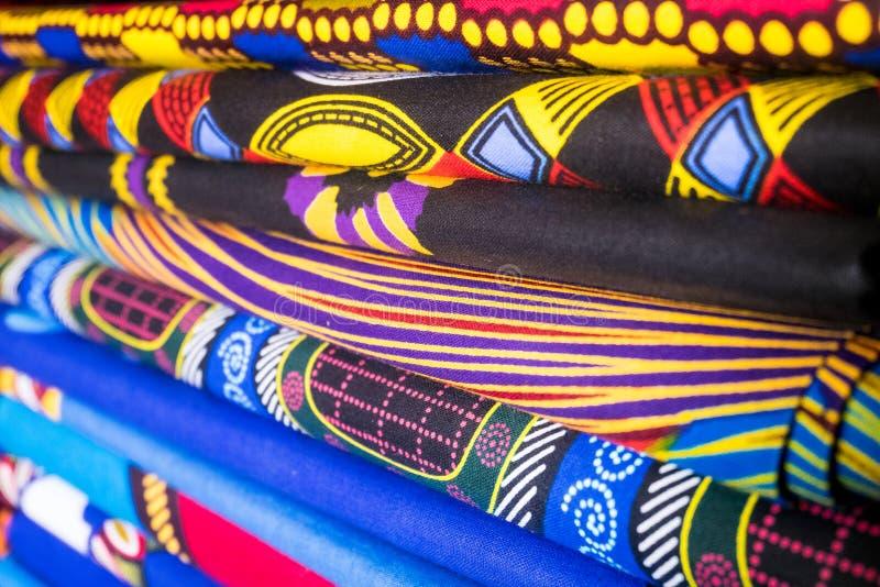 afrikanska färgrika tyger royaltyfria bilder