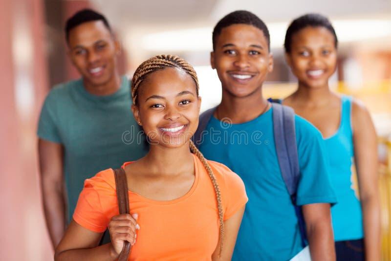Afrikanska högskolavänner royaltyfri foto