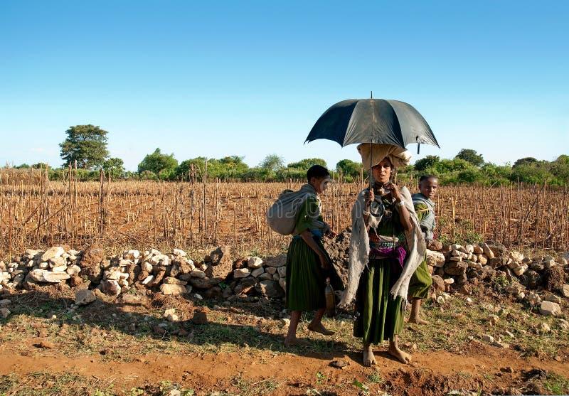 Afrikanska stamflickor i ethiopia royaltyfri foto