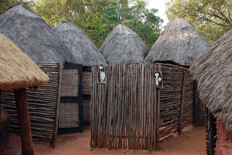 Afrikanska toaletter arkivbilder