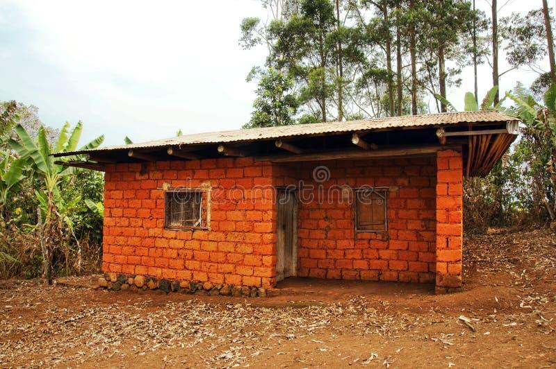 Afrikanskt Hus Som Göras Av Röda Jordtegelstenar Royaltyfri Foto