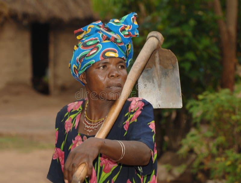 Afrikanskt kvinnaarbete royaltyfria foton