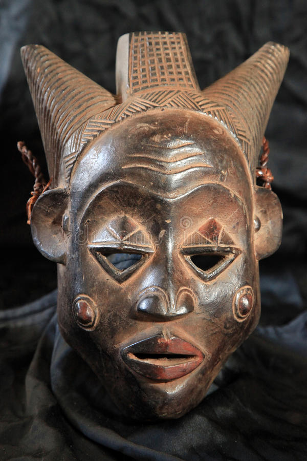 Afrikanskt stam- maskerar - Lubastammen royaltyfria foton