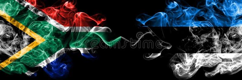 Afrique du Sud contre Estonie, drapeaux estoniens mystiques fumants collés côte à côte Concept de drapeaux de fumée abstraits épa illustration de vecteur