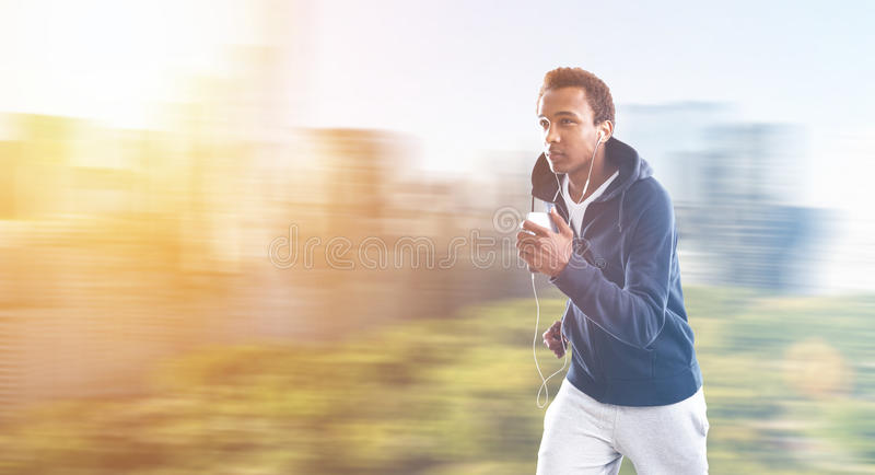 Afro-americano movimentando-se fotografia de stock