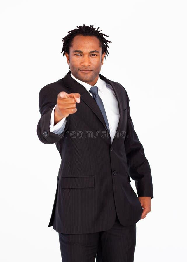 Afro-Amerikaanse zakenman die op de camera richt stock afbeeldingen