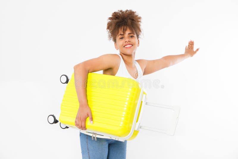 Afro amerykańska kobieta z żółtą walizką odizolowywającą na białym szablonu i pustego miejsca tle Praca i podróż Lato afrykanin obrazy stock
