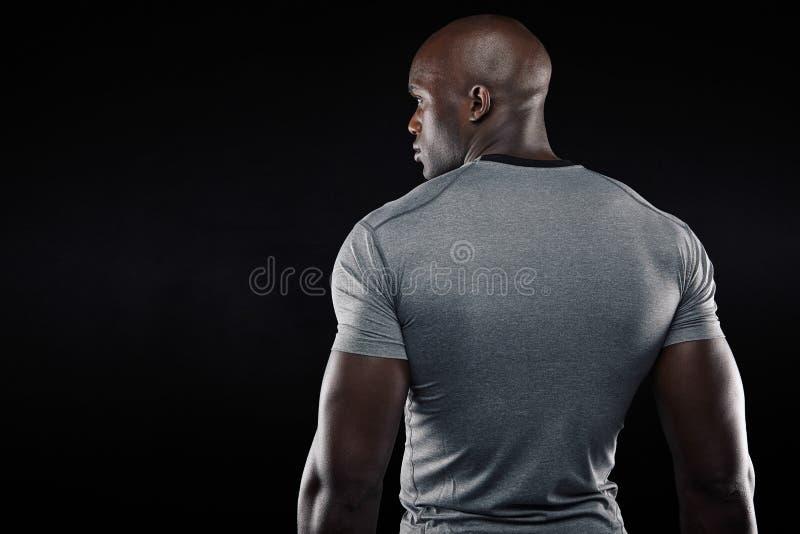 Afro sprawności fizycznej amerykański model patrzeje kopii przestrzeń obraz royalty free
