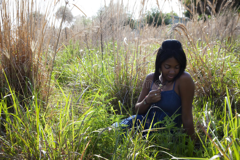 Afroamericano adolescente al aire libre fotografía de archivo libre de regalías