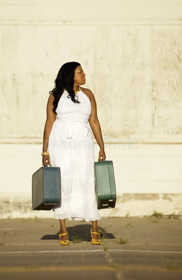 Afroamericano con la maleta fotografía de archivo libre de regalías