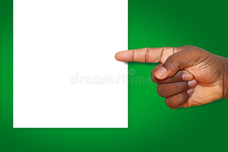 Afroamericano, mano dell'uomo di colore indicante sinistra ad un foglio bianco di carta fotografie stock