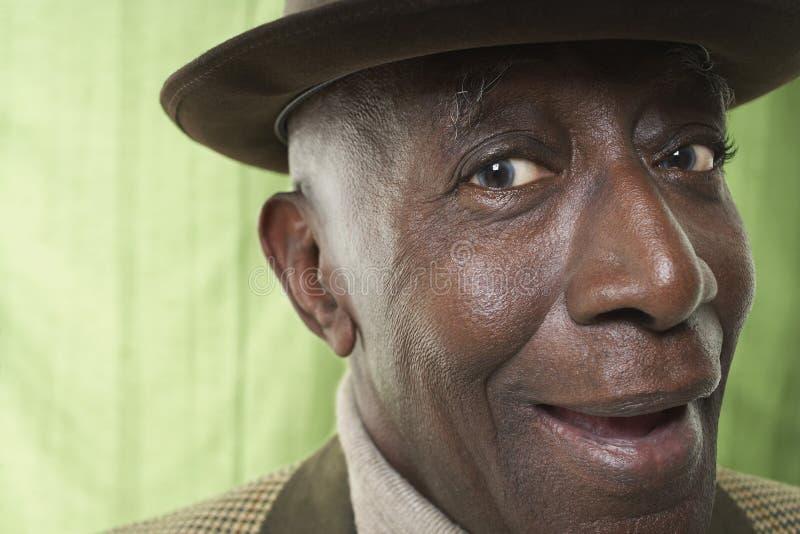Afroamerikaner-älterer Mann-tragender Hut lizenzfreies stockfoto