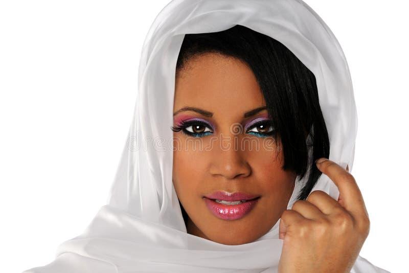 Afroamerikaner-Frau mit Schleier lizenzfreies stockfoto
