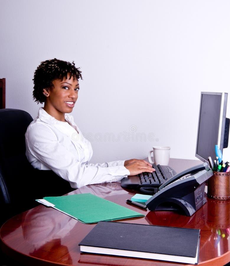 Afroamerikaner-Geschäftsfrau stockfotos