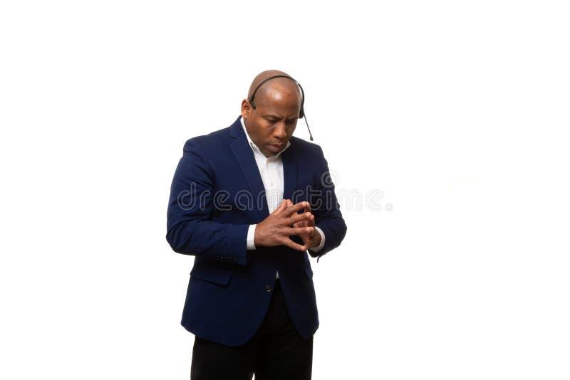 Afroamerikaner-Geschäftsmann Deep In Thought lizenzfreie stockfotos
