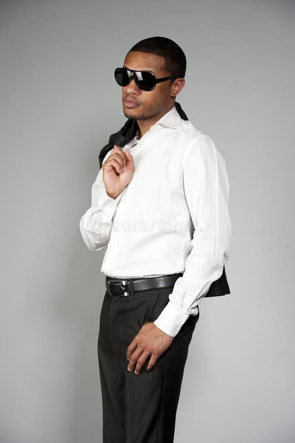 Afroamerikaner-Mann in einer Klage stockfotografie