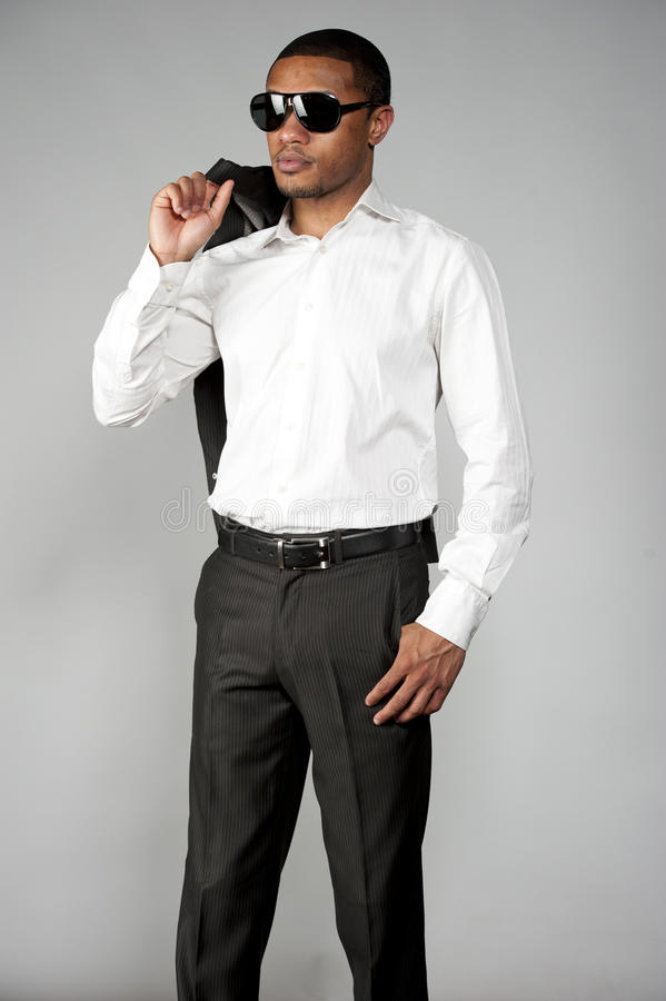 Afroamerikaner-Mann in einer Klage lizenzfreies stockbild