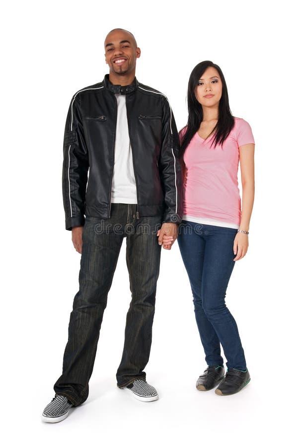 Afroamerikanerkerl mit asiatischer Freundin lizenzfreies stockfoto