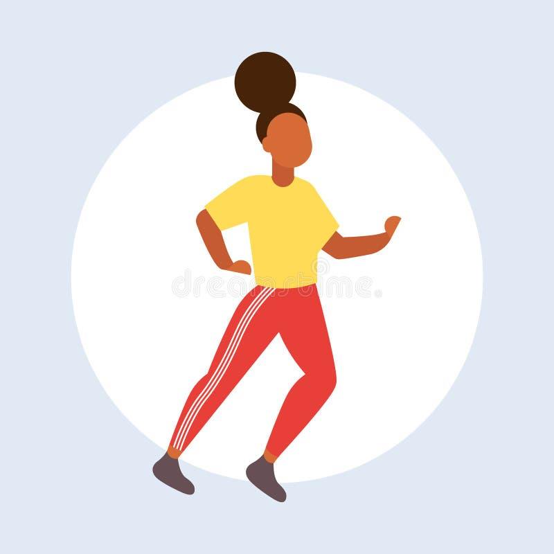 Afroamerikanerm?dchen des Tanzens der jungen Frau attraktives in der Sportkleidung, die den Spa?artt?nzer aufwirft weibliche Kari stock abbildung