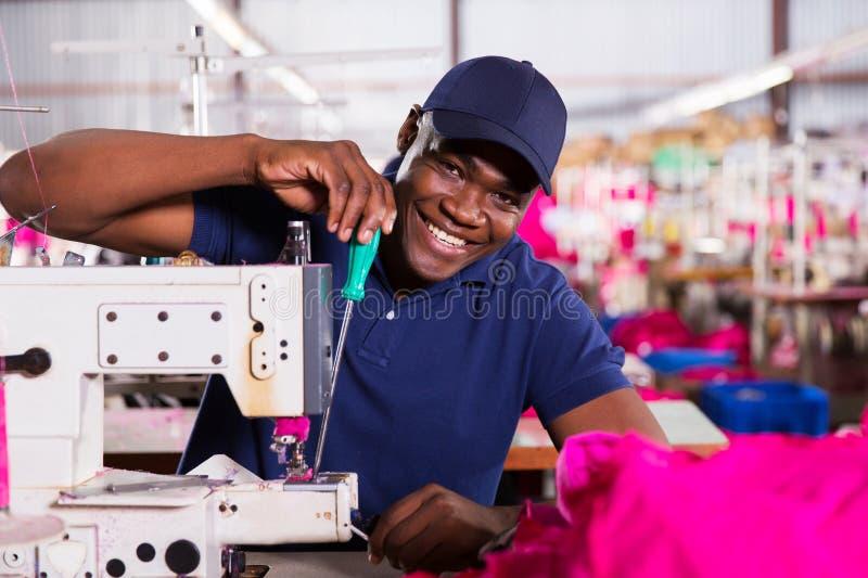 Afroamerikanermechaniker lizenzfreies stockbild