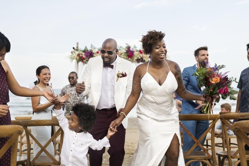 Afroamerikanerpaare ` s Hochzeitstag stockfotografie