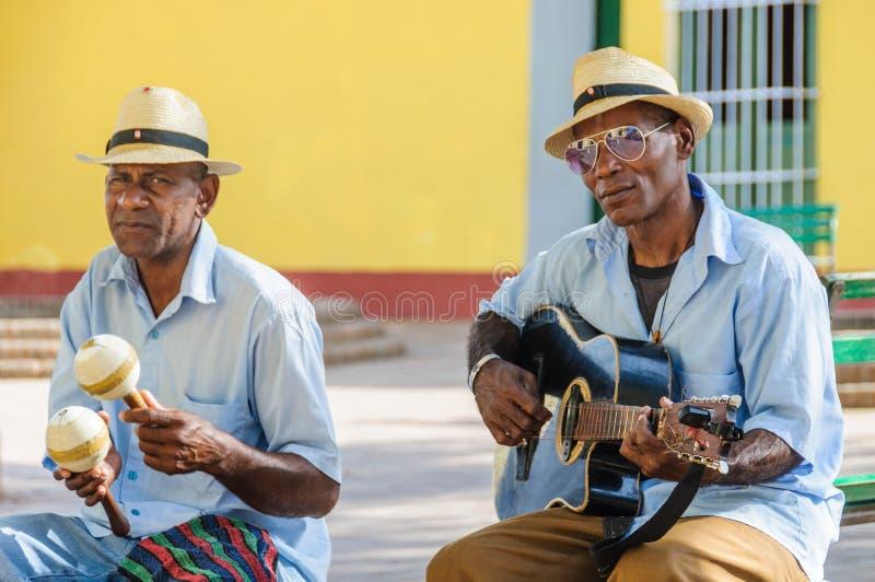 Afrocuban musicans som spelar i Trinidad, Kuba arkivbild