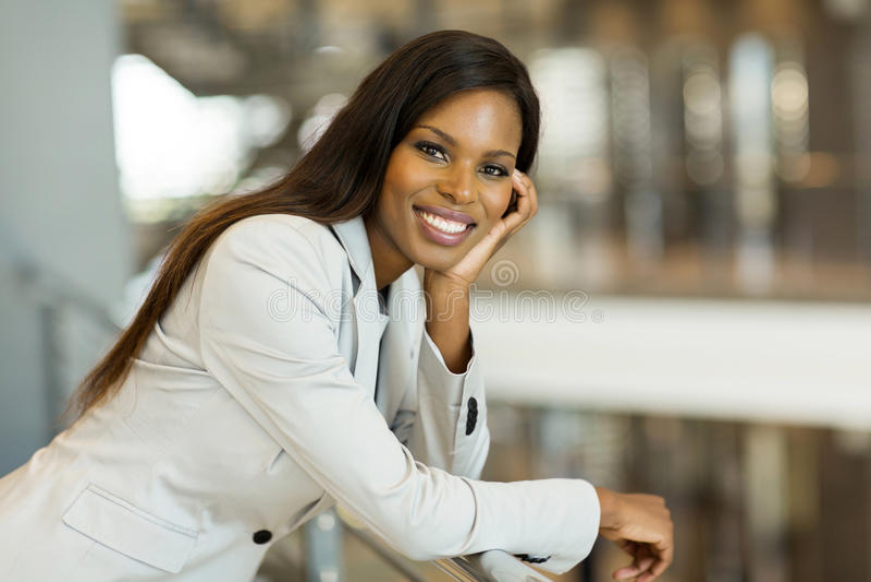 Afroe-amerikanisch Karrierefrau lizenzfreie stockfotos