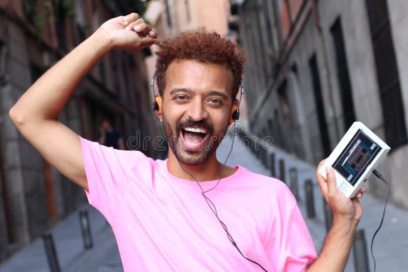 Afromann, der Retro- Stereo-Kassettengerät verwendet stockbilder