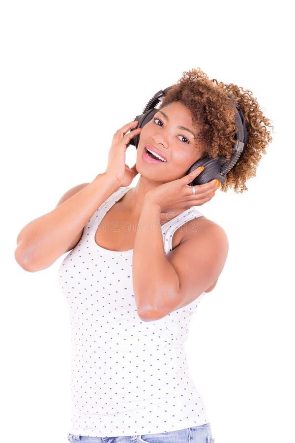 Afrovrouw het luisteren muziek. royalty-vrije stock afbeeldingen