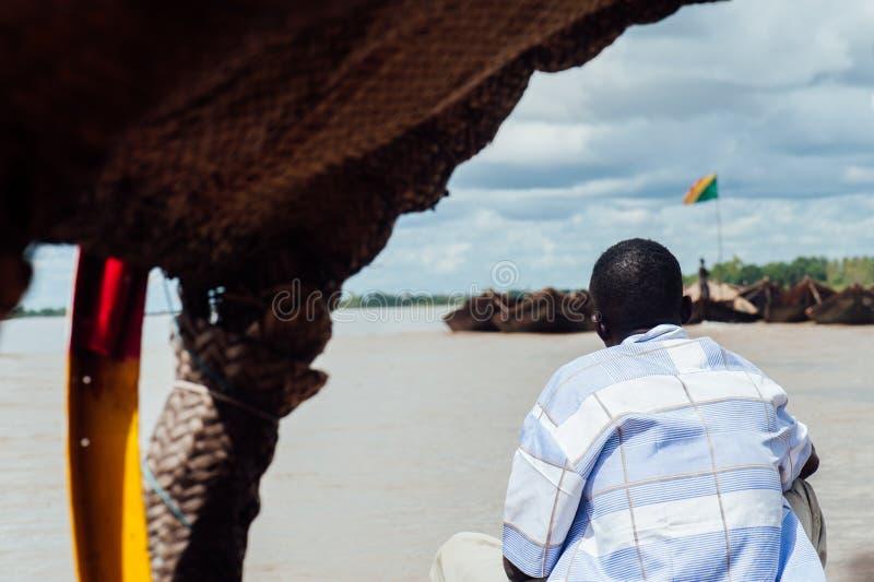 Afrykańscy murzyni łowi na Niger rzece zdjęcia royalty free