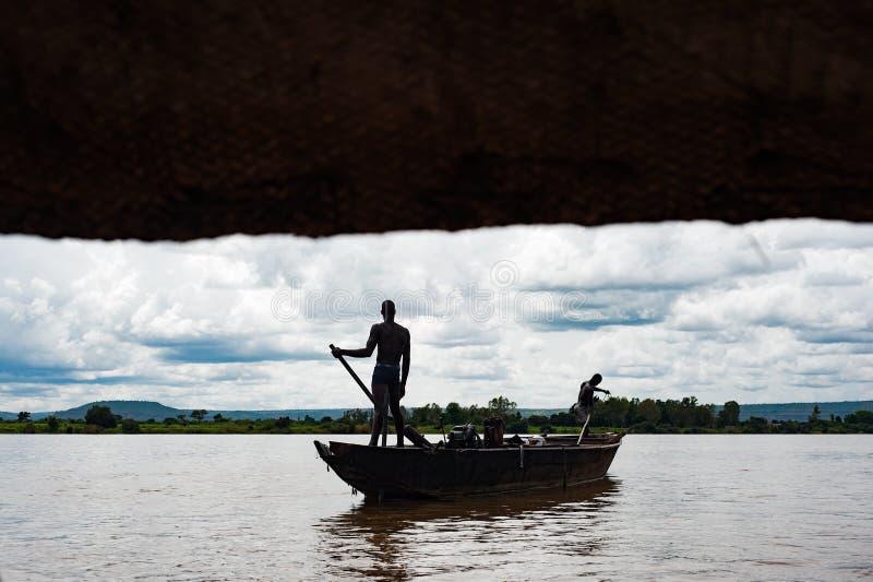 Afrykańscy murzyni łowi na Niger rzece fotografia royalty free