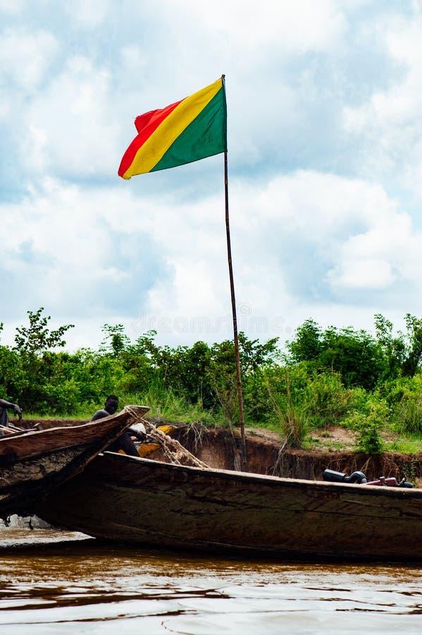 Afrykańscy murzyni łowi na Niger rzece fotografia stock