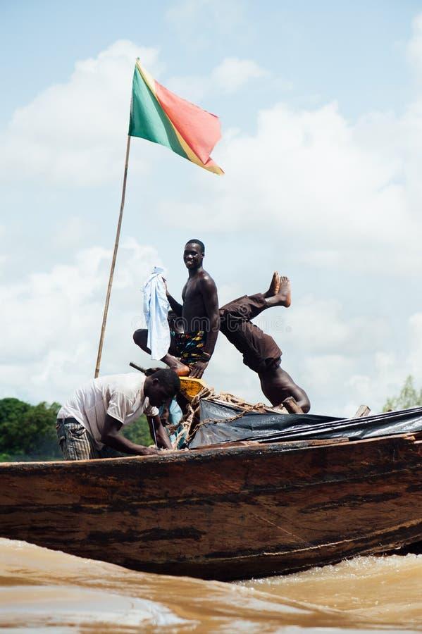 Afrykańscy murzyni łowi na Niger rzece zdjęcia stock