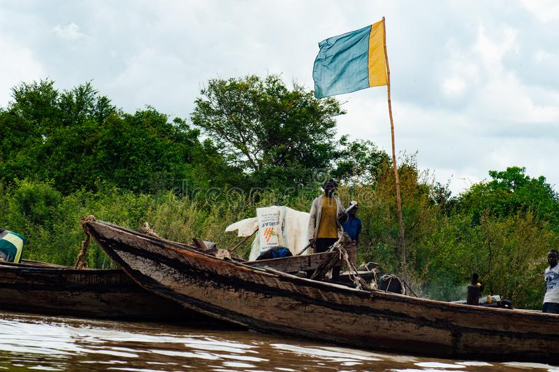 Afrykańscy murzyni łowi na Niger rzece obrazy stock