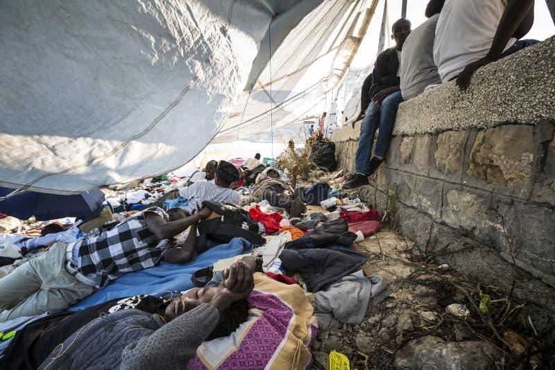 Afrykańscy uchodźcy blokujący w Włochy zdjęcia stock