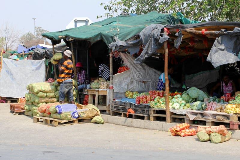 Afrykańscy ulicznego rynku sprzedawców ludzie, Namibia obraz stock