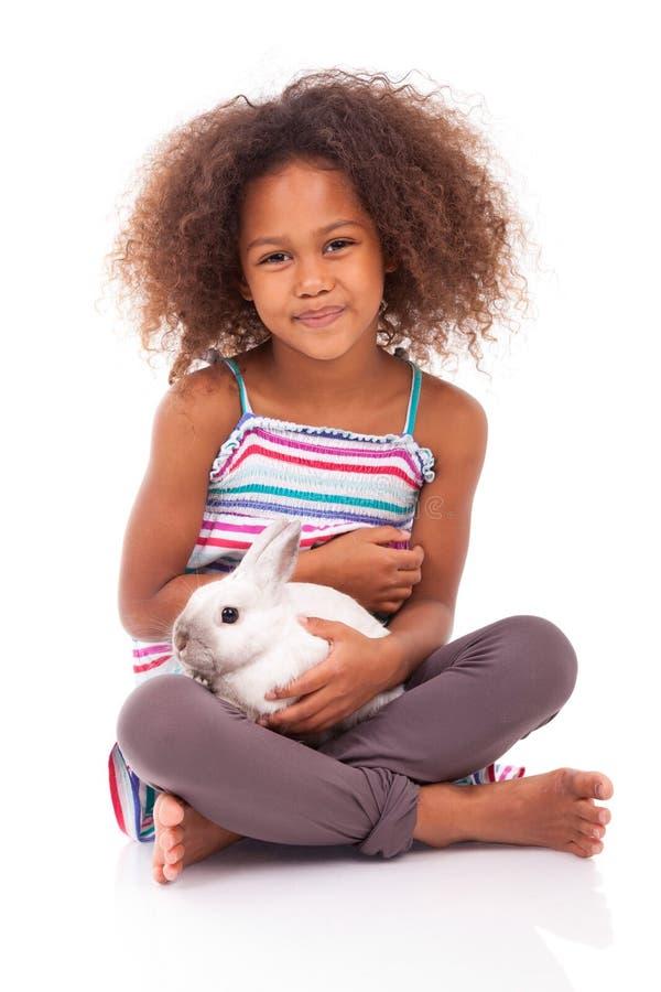 Afrykańska Azjatycka dziewczyna trzyma królika zdjęcie royalty free