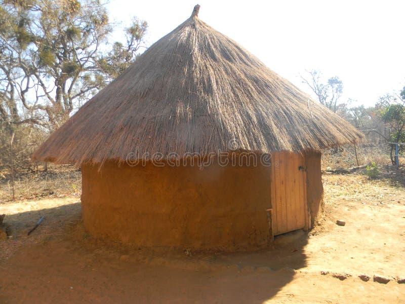 Afrykańska buda W sawannie obraz stock