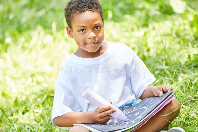 Afrykańska chłopiec w kreatywnie obrazie zdjęcie stock