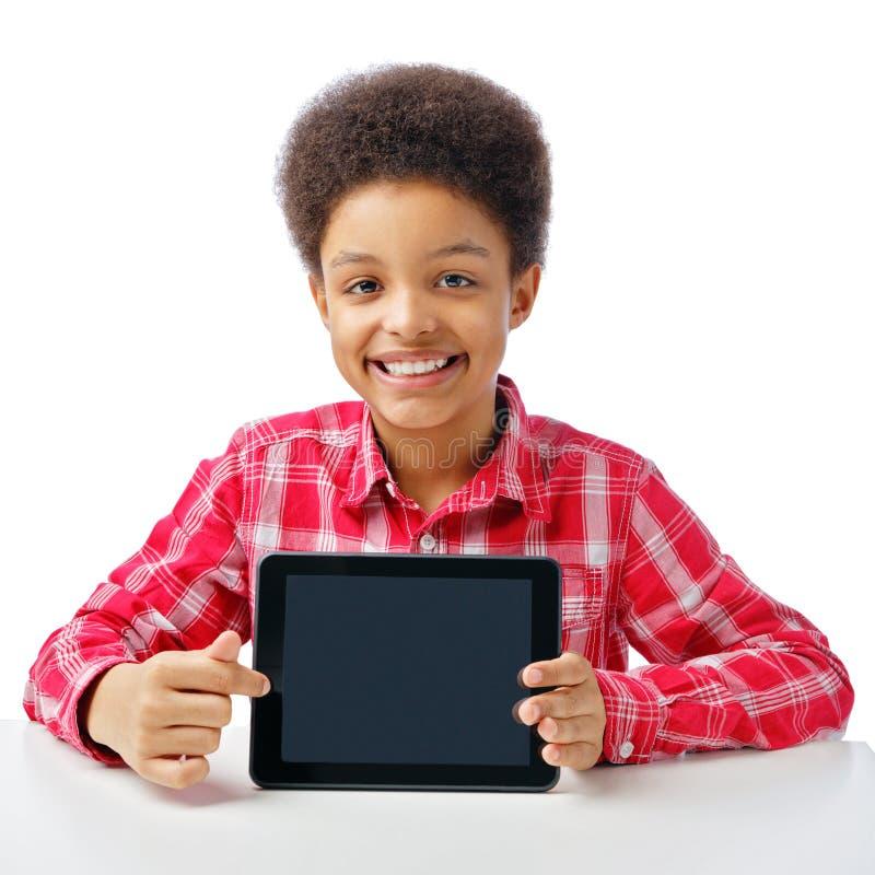 Afrykańska chłopiec z pastylką, miejsce dla teksta obrazy stock